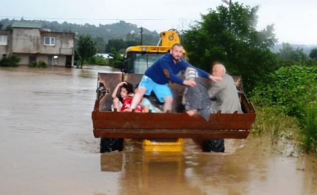Seller akıyor  Belediyeler bakıyor