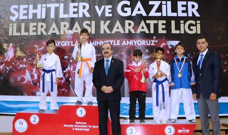 Karateciler COŞ'tu