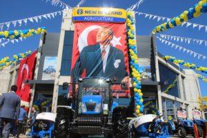 New Holland'ın Manisa'daki Gücü Nazıroğlu Traktör 3s Plazası İle Artıyor