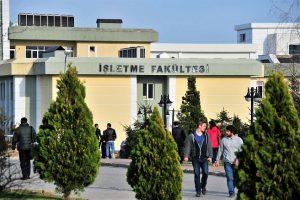 Sakarya Üniversitesi'nde, Türkiye'de ilk defa fakülte bünyesinde bir enstitü kuruldu.