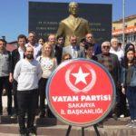 Vatan Partisi Sakarya Atatürk Büstüne Çelenk Koydu