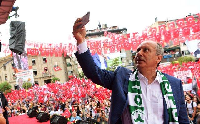 """""""Bu topraklarda 5 vakit ezan okunuyorsa Atatürk'e borçluyuz"""""""