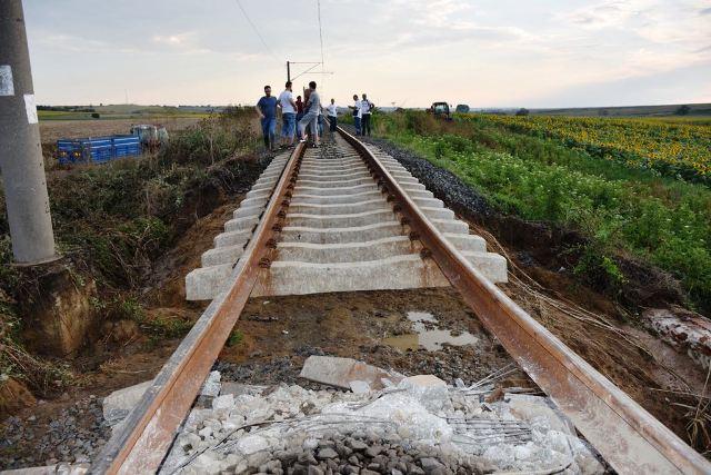 Yolcu Treni faciası: 10 ölü, 73 yaralı