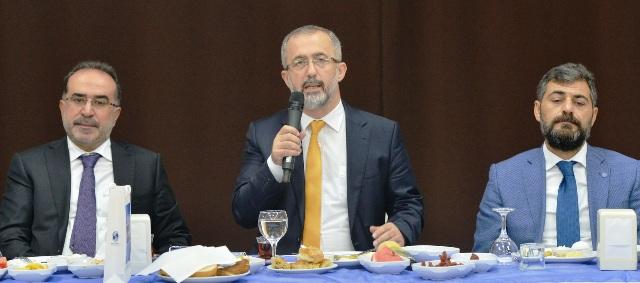 Rektör Prof. Dr. Fatih Savaşan, Sakarya basını ile tanışma toplantısında bir araya geldi.