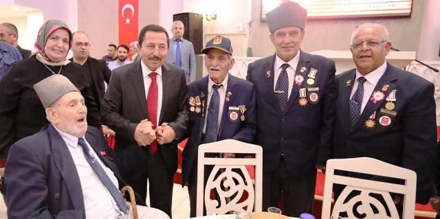 """Vali Balkanlıoğlu, """"Bu Vatana Kendisini Feda Etmiş Gazilerimizin Hakkını Ödeyemeyiz"""""""
