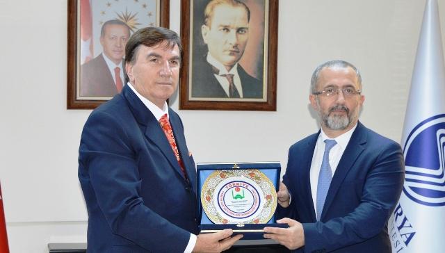 Recep Kıyak; Sakarya Üniversitesi Rektörü Prof. Dr. Fatih Savaşan'ı ziyaret etti.