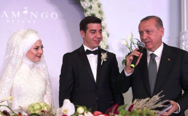 Cumhurbaşkanımız Erdoğan, düğün töreninde nikah şahidi oldu