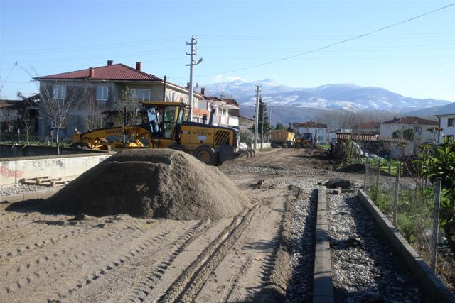 Akyazı Yeni Mahallede başlatılan çalışmalar hızla devam ediyor