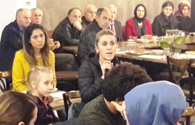 Kazımpaşa'daEğitimciler velilerle Kasap Köfte Salonu Muhtarın Yerinde buluştu