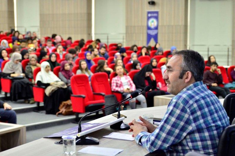 Türkiye'deki Tüketim Kültürü ve Dindarlık Ele Alındı