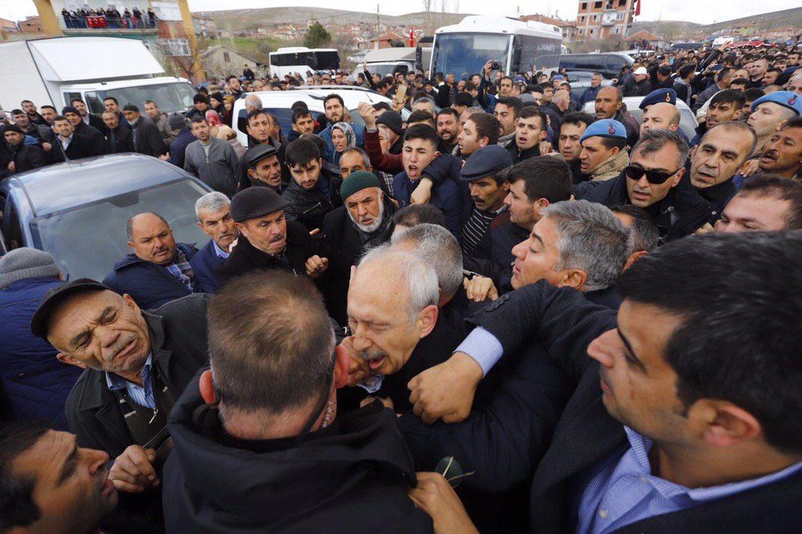 CHP Genel Başkanı Kemal Kılıçdaroğlu, şehit cenazesinde saldırıya uğradı.