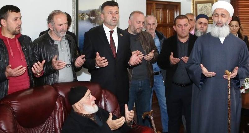 Sapanca Belediye Başkanı Özcan Özen, Tebrikleri Kabul Ediyor