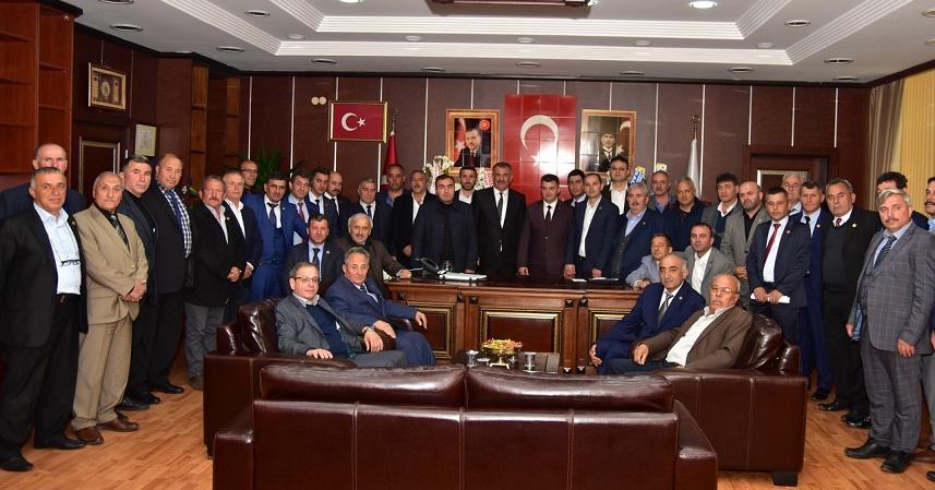 Muhtarları,Karasu Belediye Başkanı Av. İshak Sarı'ya hayırlı olsun ziyareti