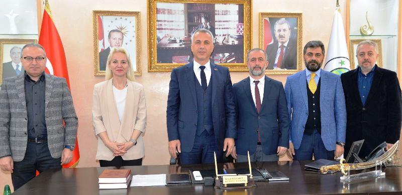 Rektör Prof. Dr. Fatih Savaşan Turgut Babaoğlu'nu   ziyaret etti