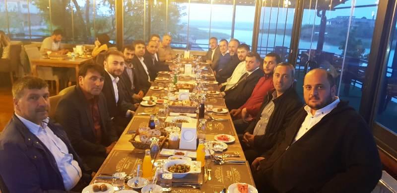 Karasu Belediye Başkanı İshak Sarı Meclis Üyeleri ile iftarda buluştu