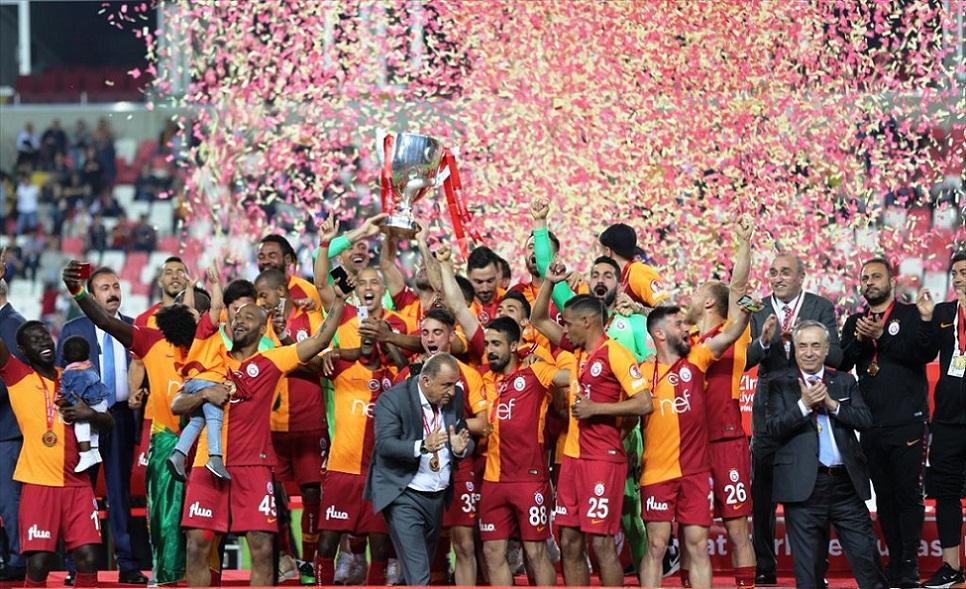 Galatasaray, Akhisarspor'u 3-1 yenerek kupaya uzandı.