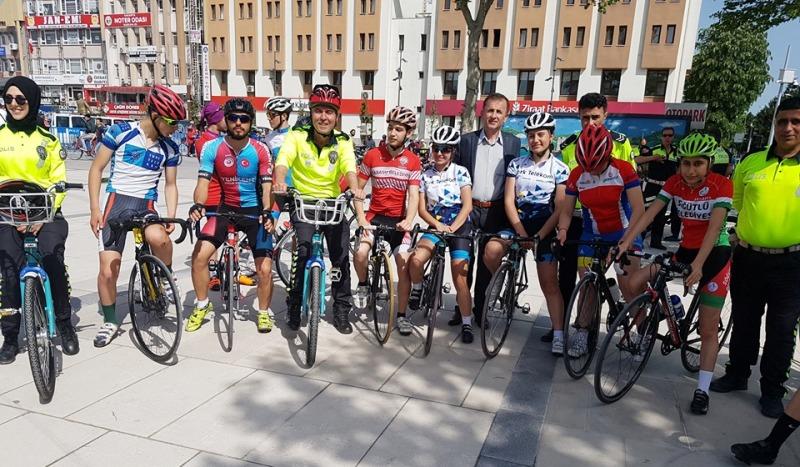 Trafik Haftası 7 Geleneksel Bisiklet Turunun Startını Vali Nayir Verdi