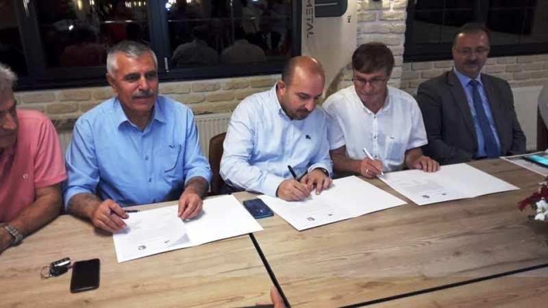 31. Sakarya Olgunlar futbol turnuvasına ana sponsor olan Gazi Metal'in imza töreni yapıldı.