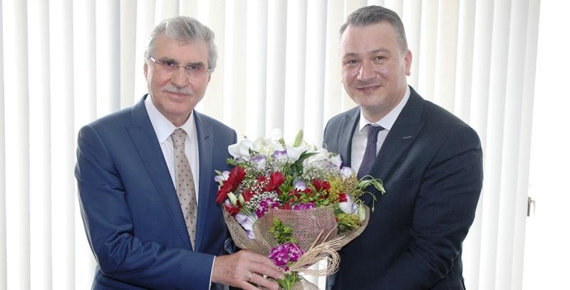 Belediye Başkanı Ekrem Yüce, Belpaş'ta düzenlenen devir teslim törenine katıldı