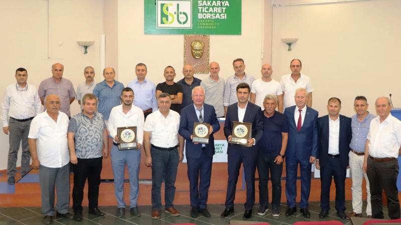 Sakarya Ticaret Borsası Üyelerine plaket töreni düzenledi.