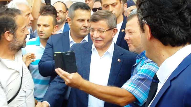 Davutoğlu'na Sakarya'da coşkulu karşılama