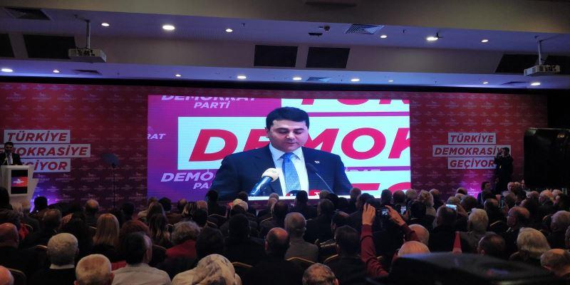 """Demokratlar """"Türkiye Demokrasiye Geçiyor"""" sloganıyla toplandı"""