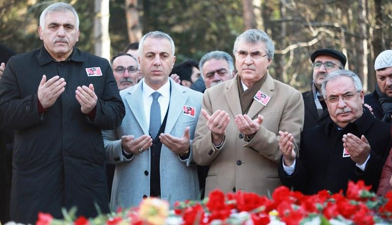 Ali Gaffar Okkan için Hendek'te mezarı başında anma töreni düzenlendi.