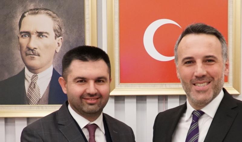 SP'li Pamukova Belediye Başkanı Güven Övün, AK Parti'ye geçişini resmen ilan etti.