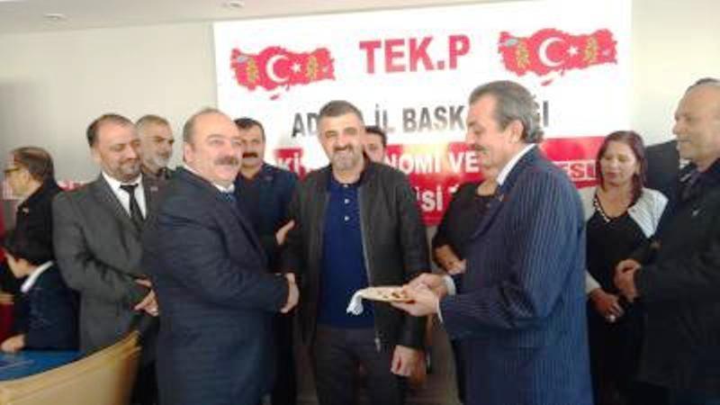 TEK PARTİ Lideri Vehbi Şahin, Adana teşkilat binasının açılış töreninde açılış kurdelesini kesti.