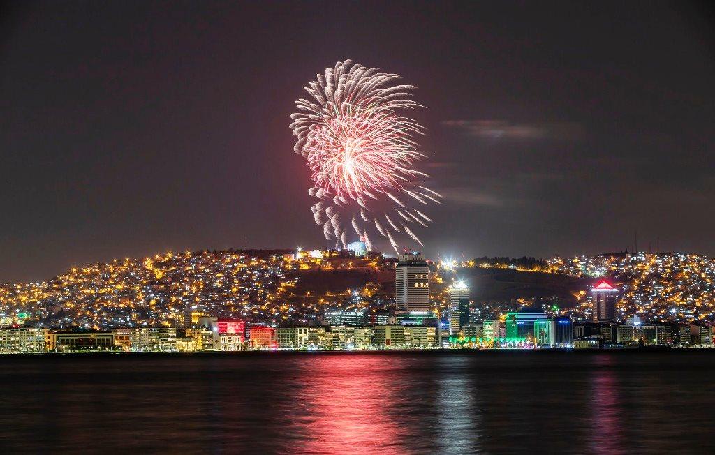 İzmir'de yüzüncü yıl coşkusuyla yer gök aydınlan