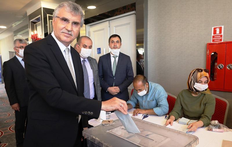 Büyükşehir Belediye Başkanı Ekrem Yüce YERELSEN Genel Başkanlığa seçildi