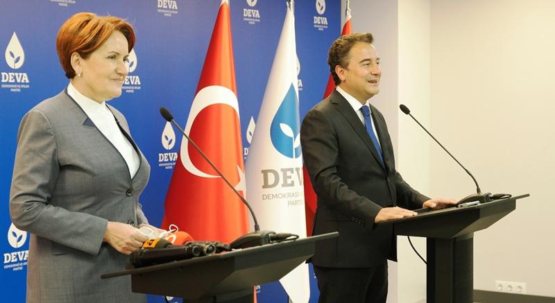Meral Akşener  DEVA Partisi Genel Başkanı Ali Babacan'ı ziyaret etti.