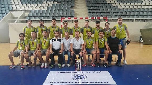 İstanbul Aydın Üniversitesi Süper Lig'e yükseldi
