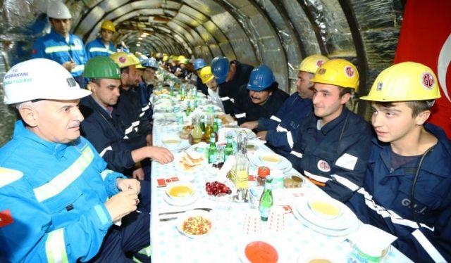 Başbakan Yıldırım,  maden işçileriyle iftarda bir araya geldi