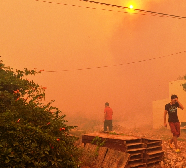Kumluca'da tarım arazileri de yangına teslim