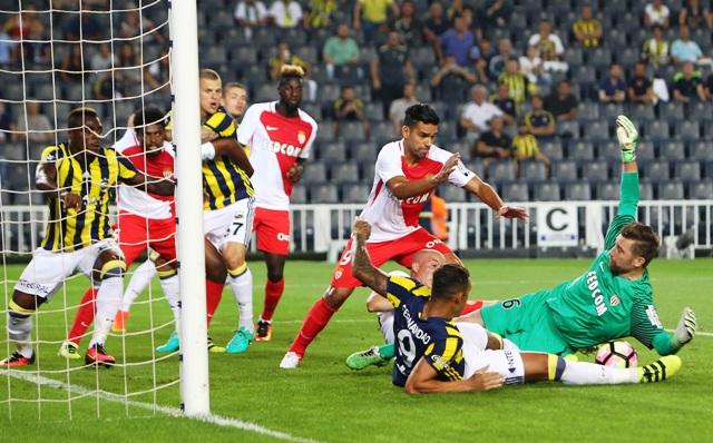 Fenerbahçe Monaco'yu 2-1'le geçti
