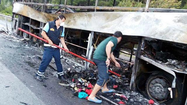 Tarsus'ta yolcu otobüsü yandı
