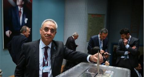 DSP Genel Başkanı Önder Aksakal Güven Tazeledi