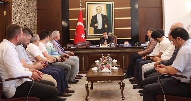 Mehmet İspiroğlu  Vali İrfan Balkanlıoğlu'nu ziyaret etti.