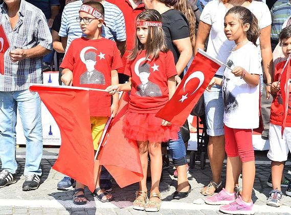 """İzmir'de """"Zafer"""" gururu"""