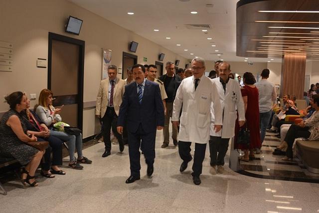 Vali Balkanlıoğlu'ndan Konak Hastanesine Ziyaret