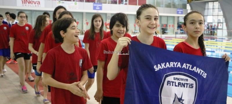 Sakarya Yüzme Havuzunda düzenlenen yarışlar nefesleri kesti.