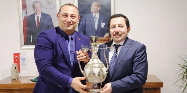 Murat Bayrak sektör temsilcilerinin sorunlarını Vali Balkanlıoğlu'na aktardı