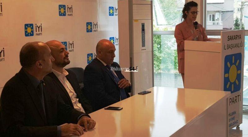 Avukat Asena Aslan Burak, Milletvekilliği aday adaylığını açıkladı