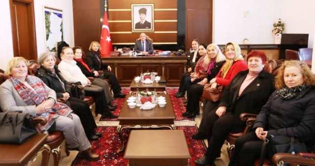 CHP Sakarya İl Kadın Kolları Vali NAYiR ' a  ziyarette bulundu