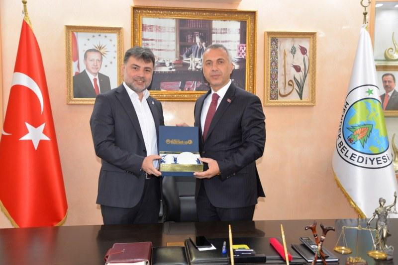 Mesut Gökdemir Hendek Belediye Başkanı Turgut Babaoğlu'nu ziyaret etti.