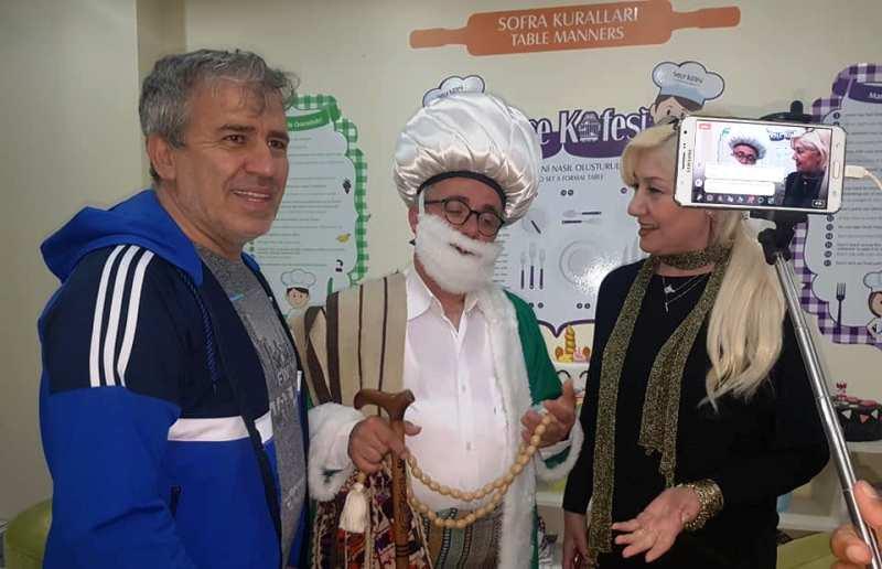 Nasreddin Hoca, Serçe Kafesi  Restoran'da  iftarını açtı