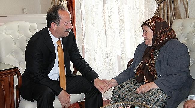 """Edirne Belediye Başkanı Recep Gürkan""""Anneler Günü kutlu olsun"""""""