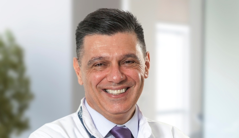 """Prof. Dr. Semih Akı """"Bel ağrılarından korunmak için önlem alınmalı"""""""