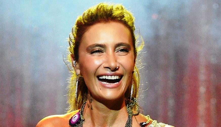 Sıla, Bodrum konserinde uzun saçlı yeni imajıyla da büyük beğeni topladı